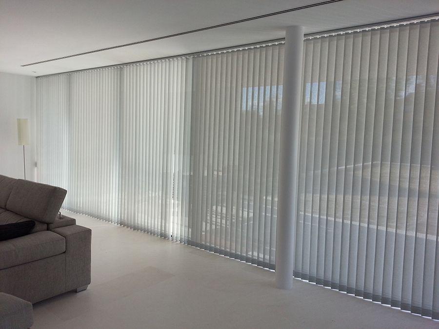 Ventajas de elegir cortinas verticales para tu oficina