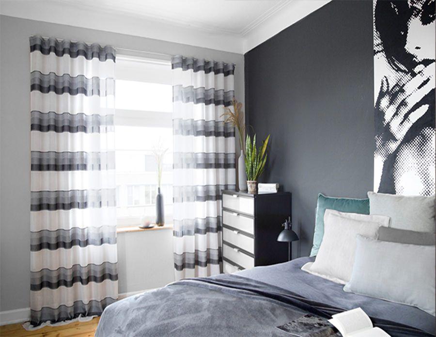 cortina tradicional en un dormitorio