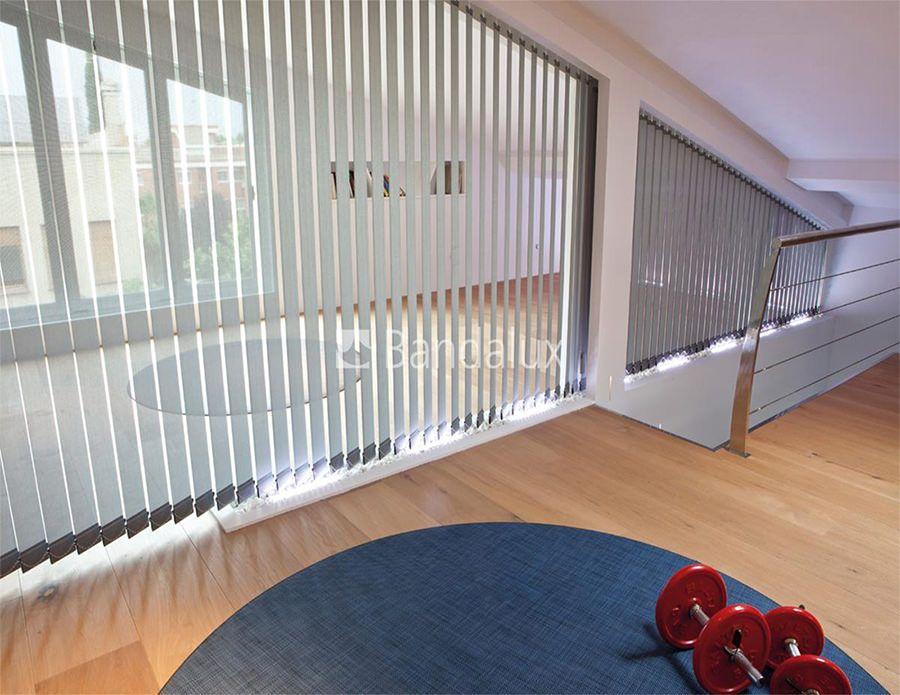 cortina vertical de forma irregular